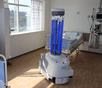 Un robot de nombre UVD-Robots lucha contra el Covid-19
